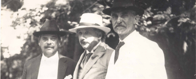 Einstein's visit to the Botanical Garden with director Leo Pacheco and a rabbi.