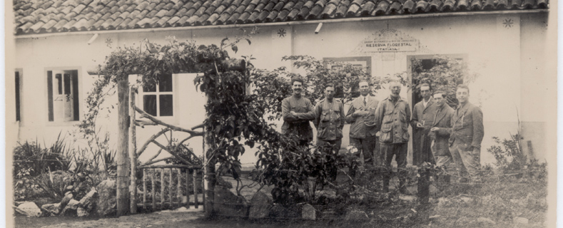 Kuhlmann and members of the Mission Massart Itatiaia Forest Reserve in 1930.